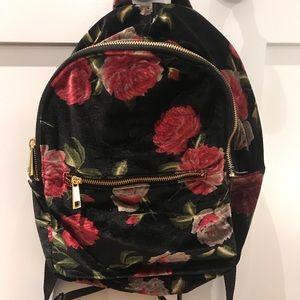 UO backpack (velvet, rose patten)